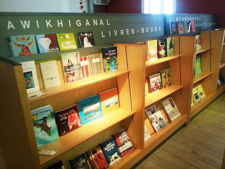 La boutique Kiz8bak du Musée des Abénakis tient plus de 60 titres de livres à thématique autochtone en inventaire. Êtes-vous curieux de voir lesquels ? Passez en boutique ! Saviez-vous que nous pouvons aussi les poster si vous ne pouvez vous déplacer? Informez-vous !