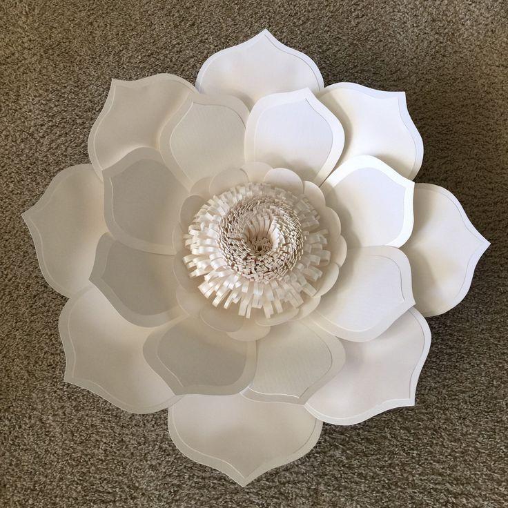Flores de papel para telones de fondo o por PaperstoPetals en Etsy