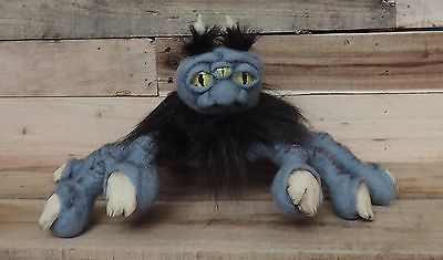 Mutant three eyed Hand monster Fully poseable fingers glow in the dark nail/horn