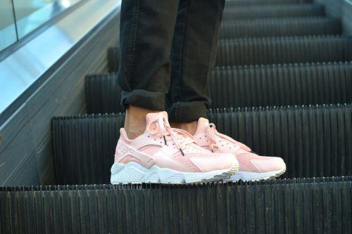 "Nike Air Huarache""Flamant Rose""Flamingo's spirit, pastel color, peached pink"