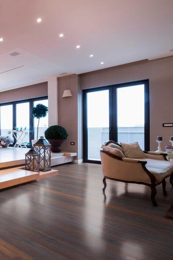 Dunkler Boden im Wohnzimmer: Parkett Landhausdielen aus Holz ...