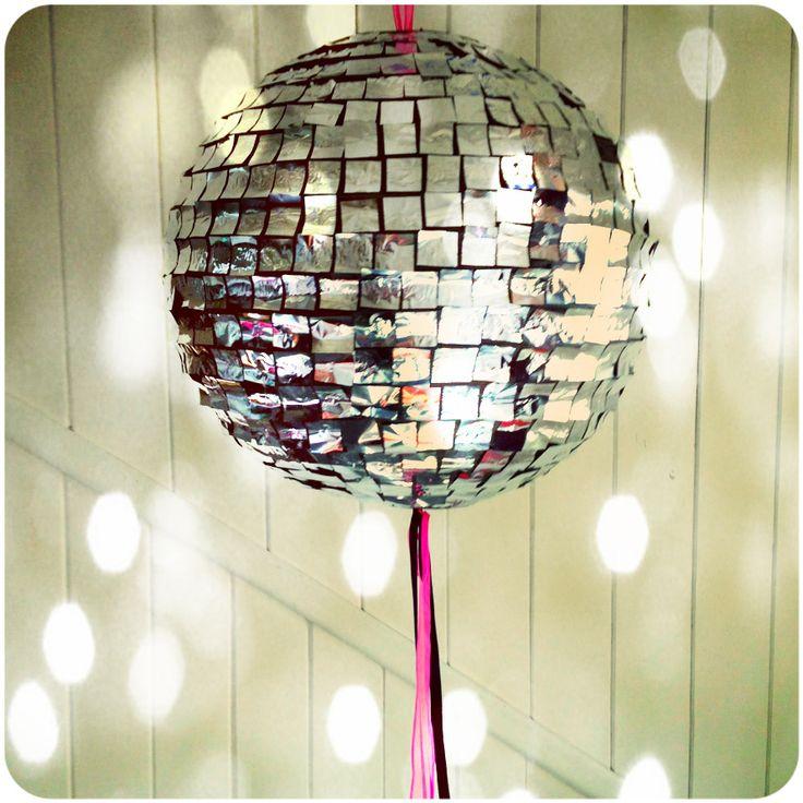 Piñata Rock Star! www.tiendadoilies.com.ar