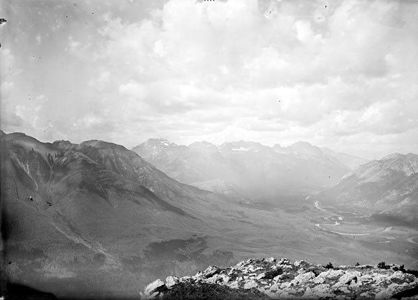 View from Sulphur Ridge looking north, Banff National Park, Alberta / La crête du mont Sulphur en regardant vers le nord, au parc national Banff, en Alberta | by BiblioArchives / LibraryArchives