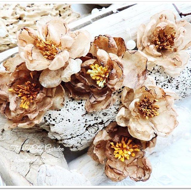 Цветок с запахом кофе..... В моем саду есть редкие виды цветов)) Бежево-терракотовое омбре, натуральные тычинки и кофейный аромат.... для взыскательных мастериц, страстных поклонников рустикальных и винтажных работ. Цветочки рассылаются в коробочках по 6 штук. Цена 280 рублей. #цветыручнойработы #цветыдляскрапбукинга #цветыдляскрапа #открыткиручнойработы #украшениядляскрапа #винтажныеоткрытки #винтажныеукрашения #винтажныйстиль #the_teagarden