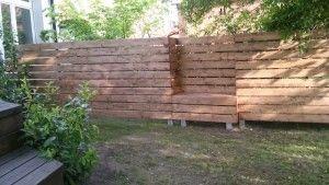 Sichtschutz Zaun integrierte Bänke