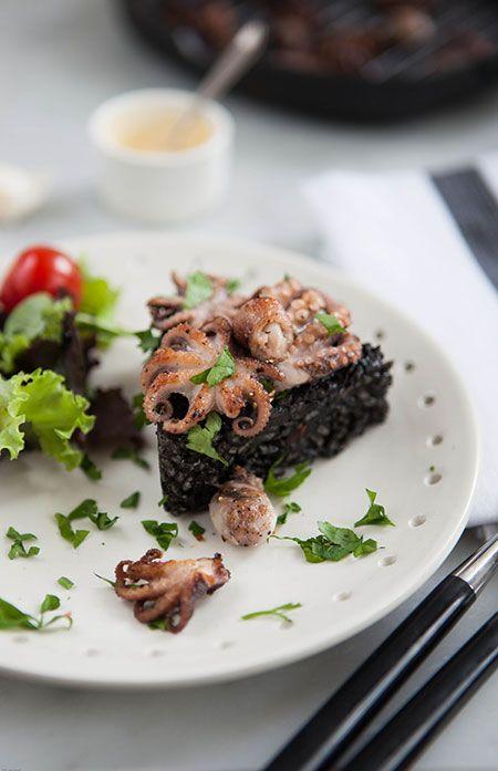 Een rijst gekookt met een sofrito en inktvisinkt. Een bijzondere rijst met een heerlijke...