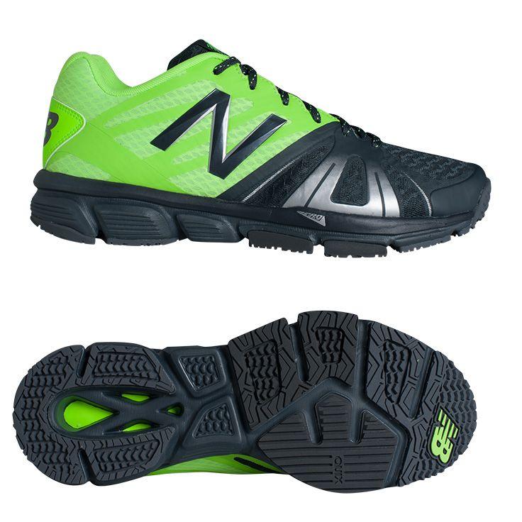 """#NewBalance X #997 V3 Men // Trainingsschuh für jedes Workout // Leichte und stabile Sohlenkonstruktion // Nahtfreies und atmungsaktives Obermaterial // Quix das ist ein Element im Vorfuß, das das """"Drehen auf der Stelle"""" ermöglicht – so wie bei Hallenschuhen // Non-Marking // Gewicht: 278 Gramm"""