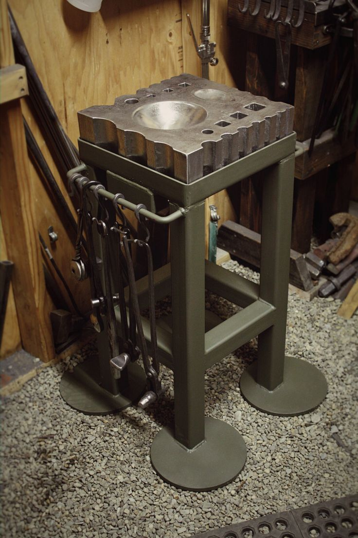 My new swage block made by Centaur Forge ( Yater pattern ) and stand made by Larry Langdon. Very pleased!