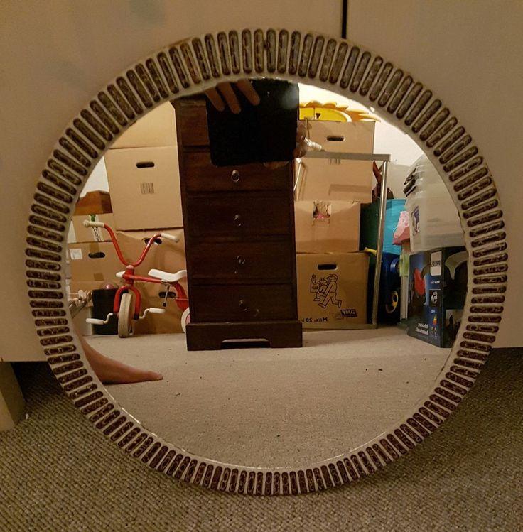 Vægspejl, Rigtig fin retro spejl  et spejl man ikke lig finer med rigtig flot kan rund i siden   Ø 46 cm