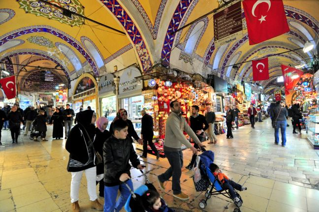 The Grand Bazaar, one of the biggest and oldest marketplace in the world housing more than 3000 shops, is more than just a sightseeing place. Ever since the Istanbul became Ottoman city, it has been bustling with activity. Here are some tips about shopping like a pro in Grand Bazaar.