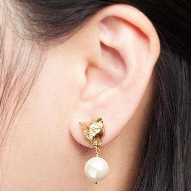 ✨:: Can we take a min for the cuteness of his little face... 😻 We've melted! ::❤️✨  .  .  .  #BillSkinner #jewelrydesigner #jewellerydesign #kittens #jewellery #catjewellery #catsofinstagram #pearl #pearlearrings #earringsoftheday #handcarved #enamel #pussycat #kittensofinstagram #cutekitten