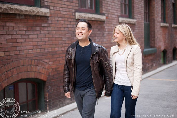 Liberty Village engagement photos in the fall. Toronto couples photography #sweetheartempirephotography