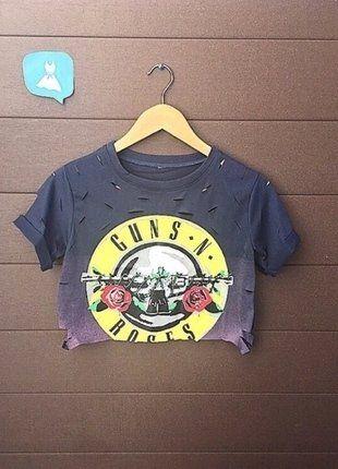 À vendre sur #vintedfrance ! http://www.vinted.fr/mode-femmes/hauts-and-t-shirts-crop-tops/35054662-magnifique-t-shirt-crop-top-rock-imprime-guns-n-roses-et-effet-dechire-couleur-navy  Magnifique T-shirt / Crop top rock imprimé Guns N Roses et effet déchiré , couleur Navy  Montrez vos vraies couleurs avec ce crop top déchiré de rocker avec le logo de guns n' roses   Coupe cintré/décontracté , couleur Navy, manches courtes à revers   Effet déchiré et confortable