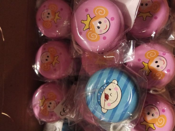 24pcs Wooden yoyo's princess/pirates - Ideal Party Goody Bag Pinata Filler Toy #Playwrite
