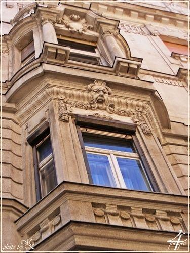 homlokzat részlete Wesselényi utca 9 - detail of the facade Wesselényi street 9 - Budapest