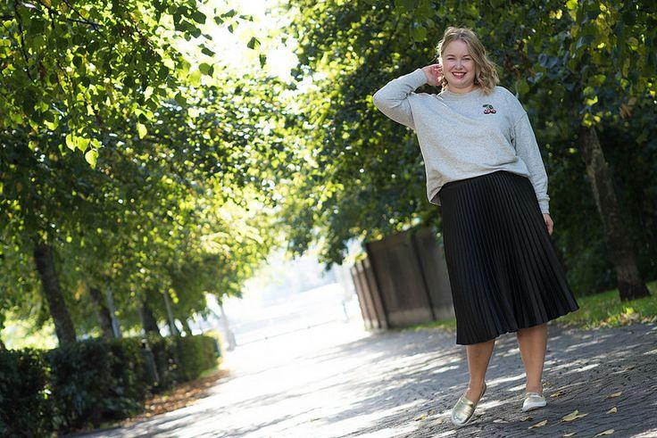 Pleated midi skirt and cherry sweater   Outfit   Pitsiniekka