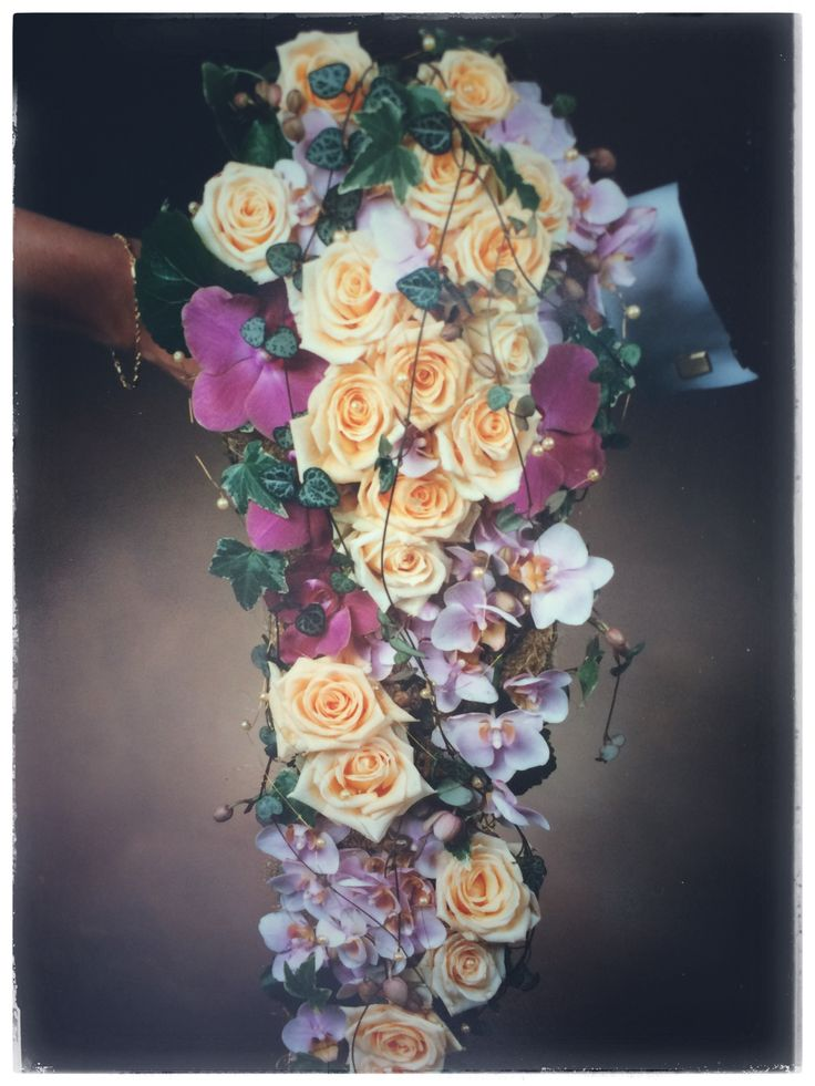 Waterfall bridalbouquet with orchids and roses 💕