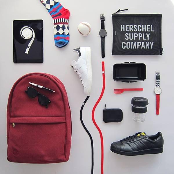 Nechte se inspirovat naším lahodným menu do školy a začněte nový školní rok v čerstvém. Chuťovky, které vám ve škole nemůžou chybět a do kterých se oblečete. Prvního září zazáříte. Batoh Mi-Pac, boty Adidas Originals, hodinky a brýle Komono, taštička Herschel Supply, peněženka Bellroy, tkaničky Marshal Apparel a KeepCup.
