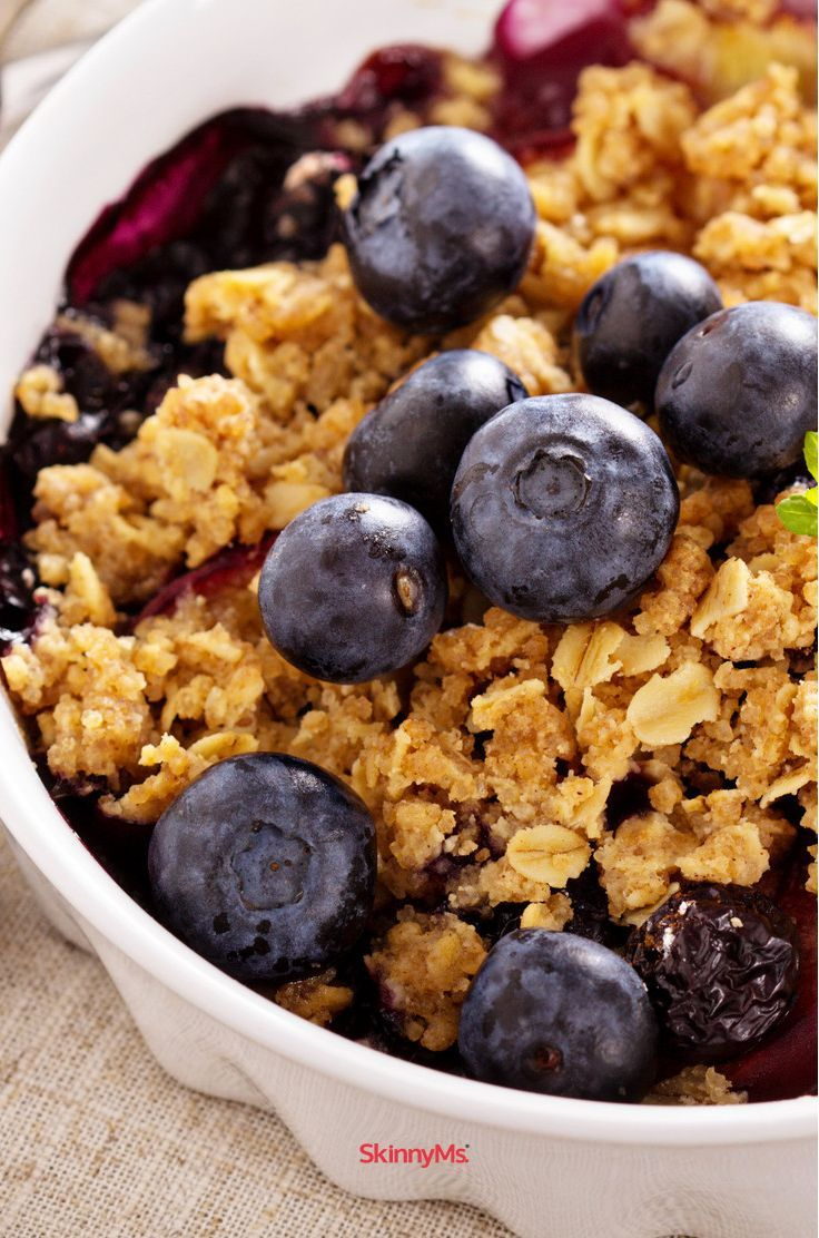 """Who else is excited that it's peach season!? This Peach and Blueberry Crumble screams """"summer flavor"""" and is a must-have at any 4th of July bbq. #skinnyms"""