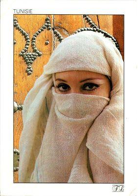 TUNISIA (Kairouan) - A woman with sefseri