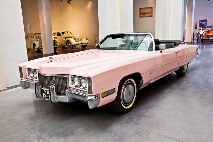 """Cadillac """"Pink"""" de 1959,  colección del Museo Automovilístico de Málaga"""