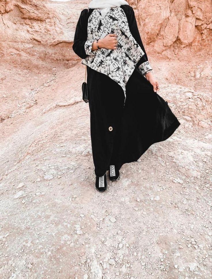10458عباية لينين أسود نقش ثمودي عباءة جوهرة