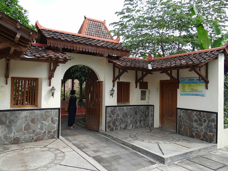 Entrance gate to a Joglo, Kota Gede Yogyakarta, Indonesia