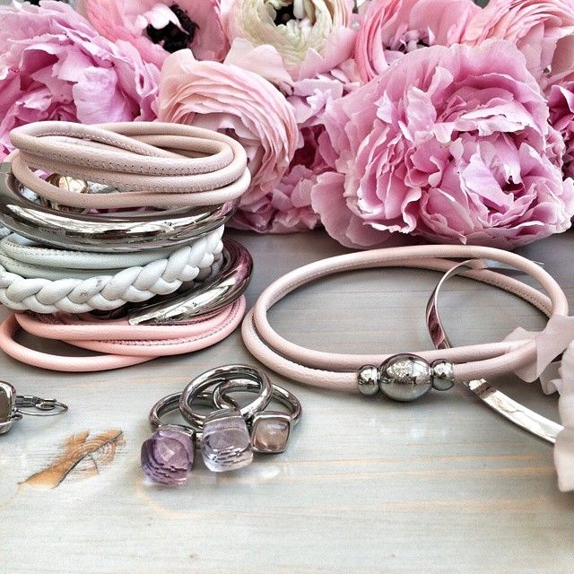 Pastel Sunday #qudo #qudocollection #bracelet #rings #peonies #silvernecklace #italianleather #napaleather #925silver #madeingermany