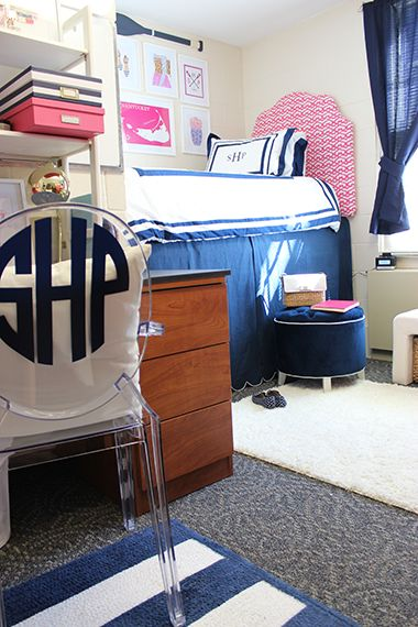 Preppy Navy and Pink Dorm Room | Sophomore Year | www.prepavenue.com