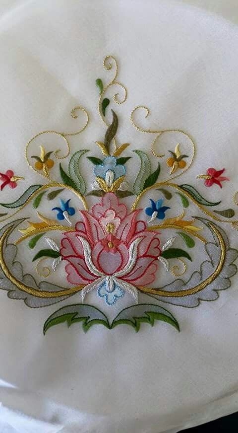 looks like a combination of shadow work, satin stitch and goldwork