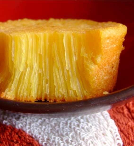 Bika Ambon...termasuk kue tradisional nggak sih?Sebenarnya dari Ambon (seperti namanya) atau dari Medan (katanya kue khas daerah sana)? K...
