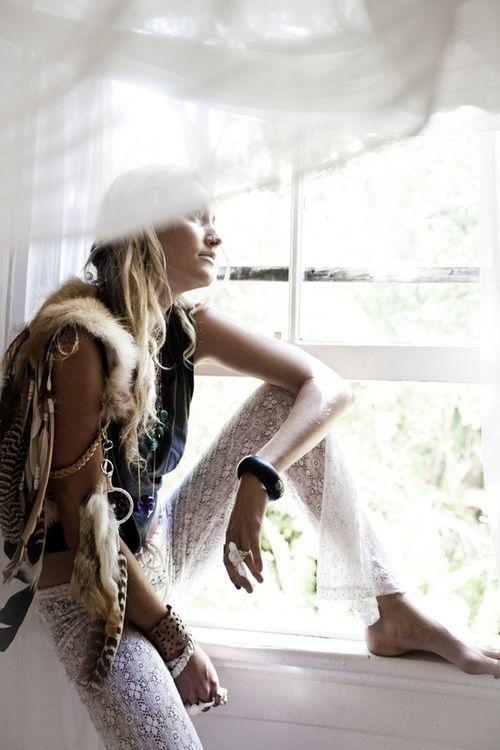 Those fab white lace pants...boho style #bohemian ☮k☮ #boho