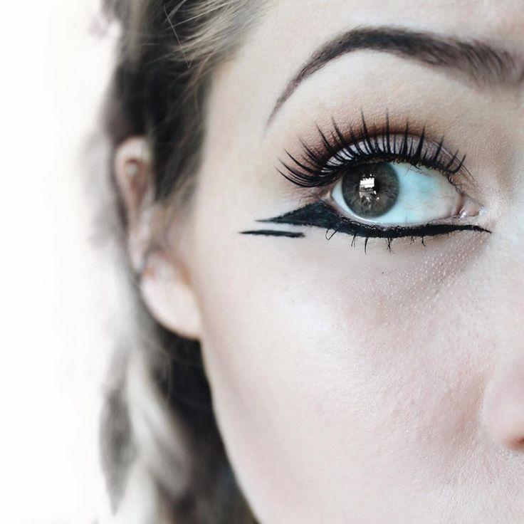 Love this unique reverse negative space cat eye trendy makeup idea.