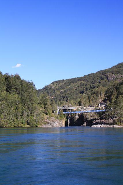 La pasarela de Segundo Corral, sobre el Río Puelo
