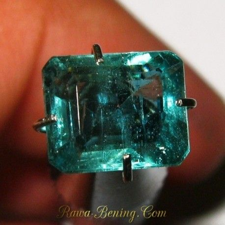 Harga Batu Mulia Natural Emerald Rectangular Green 1.40 carat www.rawa-bening.com