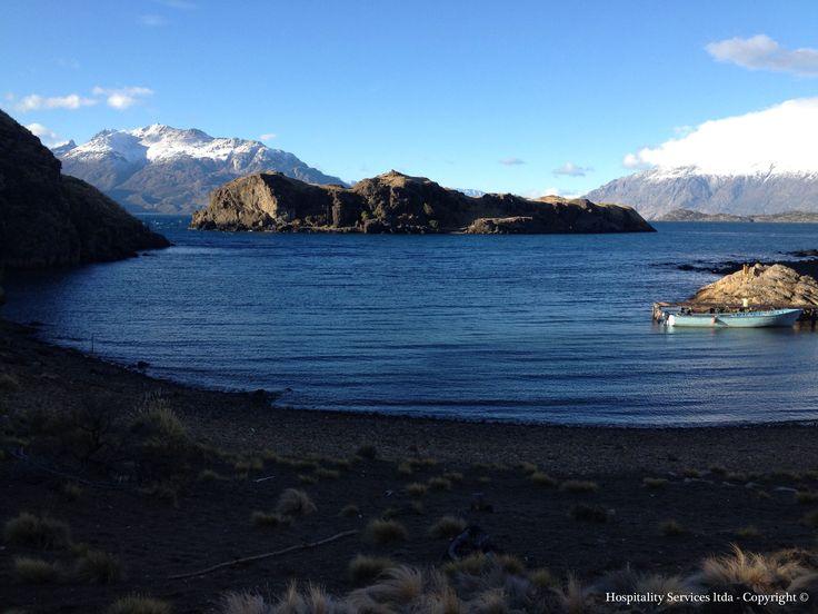 Photo: Hospitality Services Ltda - Copyright © Amanda's Bay and the small islands, Isla Macías, General Carrera Lake, Aysén, Chilean Patagonia.