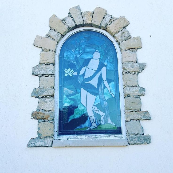 #thingstodoincyprus #limassol #hotel #navarria #window Who is this superhero on the window glass? Do you know which are the 8 biggest mistakes travelers do when traveling to Cyprus? Download your free e-book copy at http://ift.tt/2mCxM1T