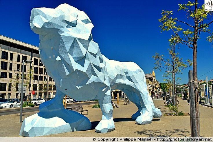 Lion de Veilhan, place de Stalingrad, Bordeaux (Aquitaine, Gironde)