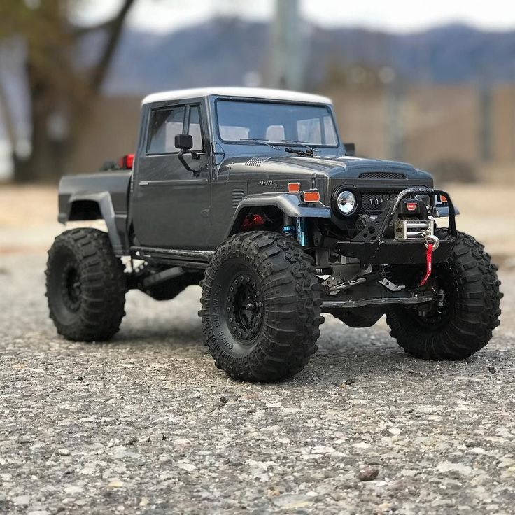 Had to get the FJ45 put and play around with the new phone really like thie new camera . . Sponsored by:  @asiateeshobbies  @tboneracingrc  #KrawlZoneRC #rc4wd #axial #axialracing #axialadventures #axial #rc #rcscale #kingofthehammers #vanquishproducts #methodracewheels #rigidindustries #darkmtnphoto #offroad #offroadracing #poisonspyder #4x4 #rockracer #crawler #caseycurrie #atees #asiatees #asiateeshobbies #rcneverstops #Tbonearmy #teamTBR #rcarmor #scx10life