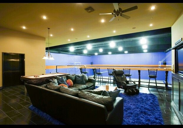 1000 images about man cave idea 39 s on pinterest caves for House with indoor basketball court