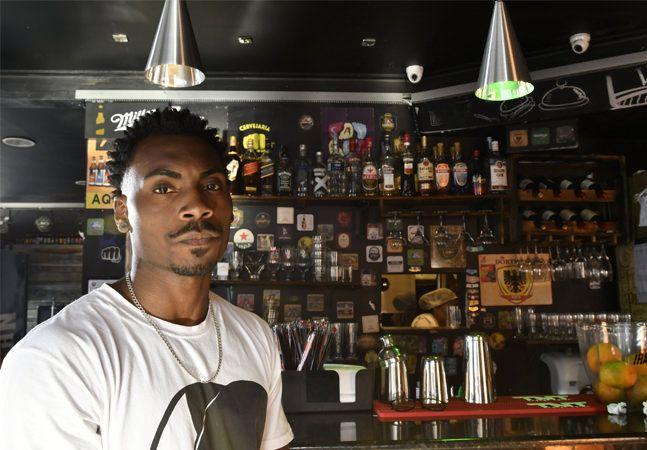 Após caso de racismo, hamburgueria do ES pede que clientes intolerantes fiquem em casa