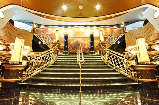 MSC Splendida - Royal Palm Casino - Enjoy a game of Roulette at the casino or try your hand at the popular 'Trente et Quarante'.    Have fun with Poker, Black Jack and on slot machines, all in chic surroundings, or choose to dance 'til dawn in our fashionable nightclubs.