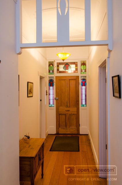A stunning entrance hall - Marion $580+