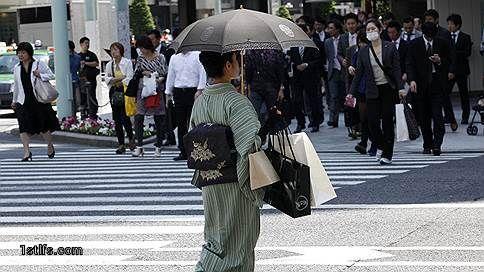 Кимоно и тулуп // Японских женщин ограничивает высокая эффективность труда в стране  Несмотря на значительное сокращение «гендерного разрыва» в оплате труда в Японии в последние 25 лет, женщины по-прежнему проигрывают из-за принятой модели управления персоналом и культуры, основанной на вознаграждении за сверхурочную работу, говорится в исследовании Хары Хироми для Исследовательского института экономики, торговли и промышленности (RIETI). Хотя с 1990 по 2016 год индекс гендерного разрыва…