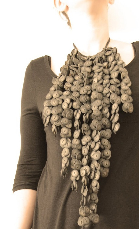 Earthy statement of statement neckpiece