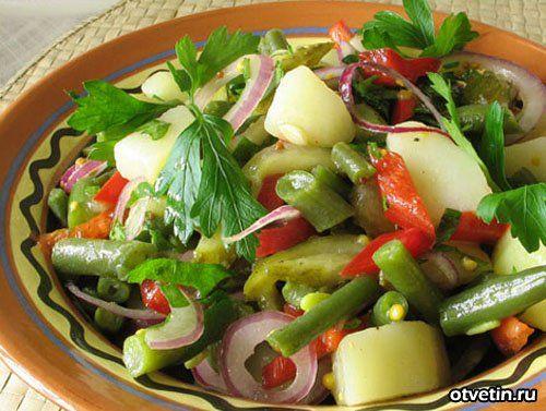 Горячий салат с фасолью ковбой