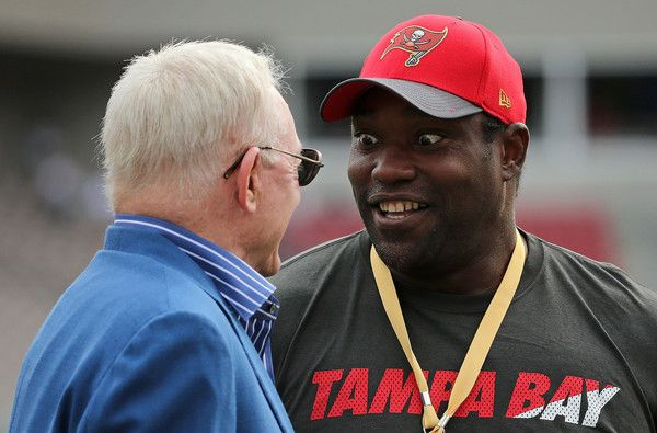 Jerry Jones Photos Photos - Dallas Cowboys owner Jerry Jones talks with former Tampa Bay Buccaneer Warren Sapp during a game  at Raymond James Stadium on November 15, 2015 in Tampa, Florida. - Dallas Cowboys v Tampa Bay Buccaneers