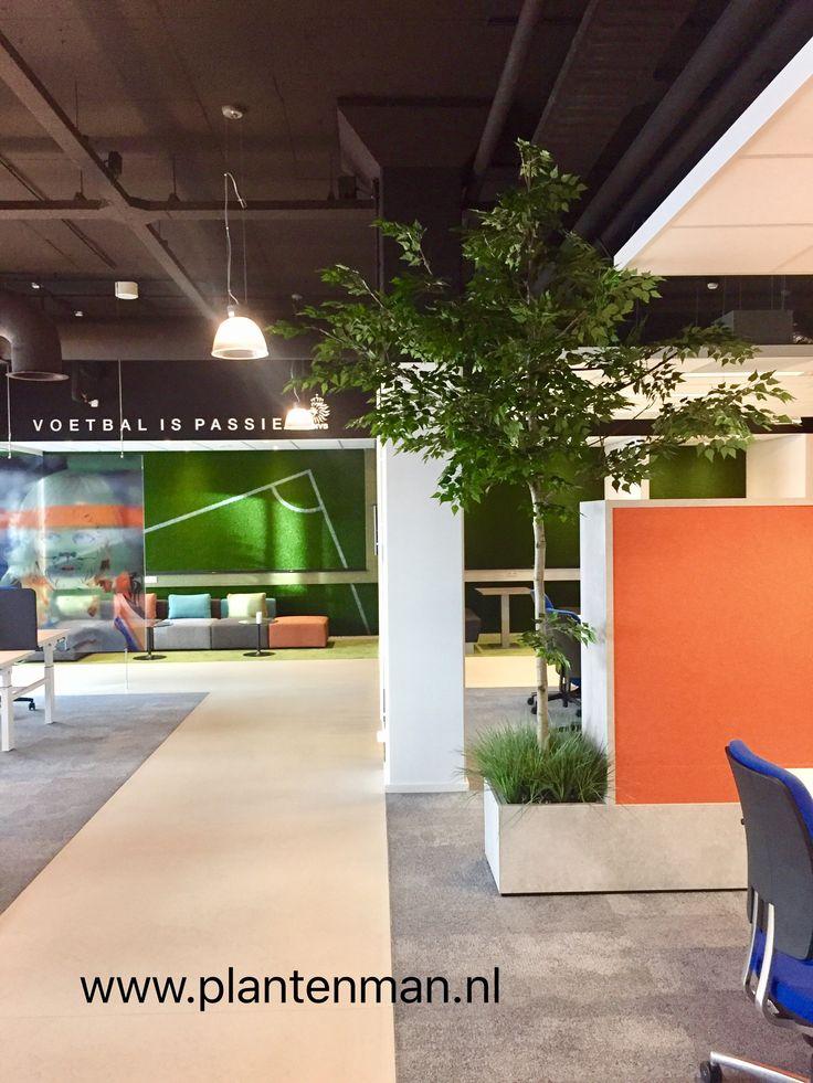 Maatwerk kunstboom in inbouw plantenbak.