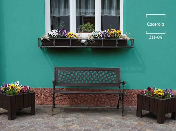 Dale alegría a tu exterior con un tono turquesa y muchas flores para acompañar ese gran lugar. #BienHecho