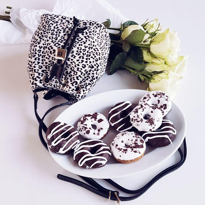 FASHION KITCHEN  in collaborazione con PATRIZIA PEPE !     Oggi vi proponiamo i famosi donuts, le ciambelline più fotogeniche di ...